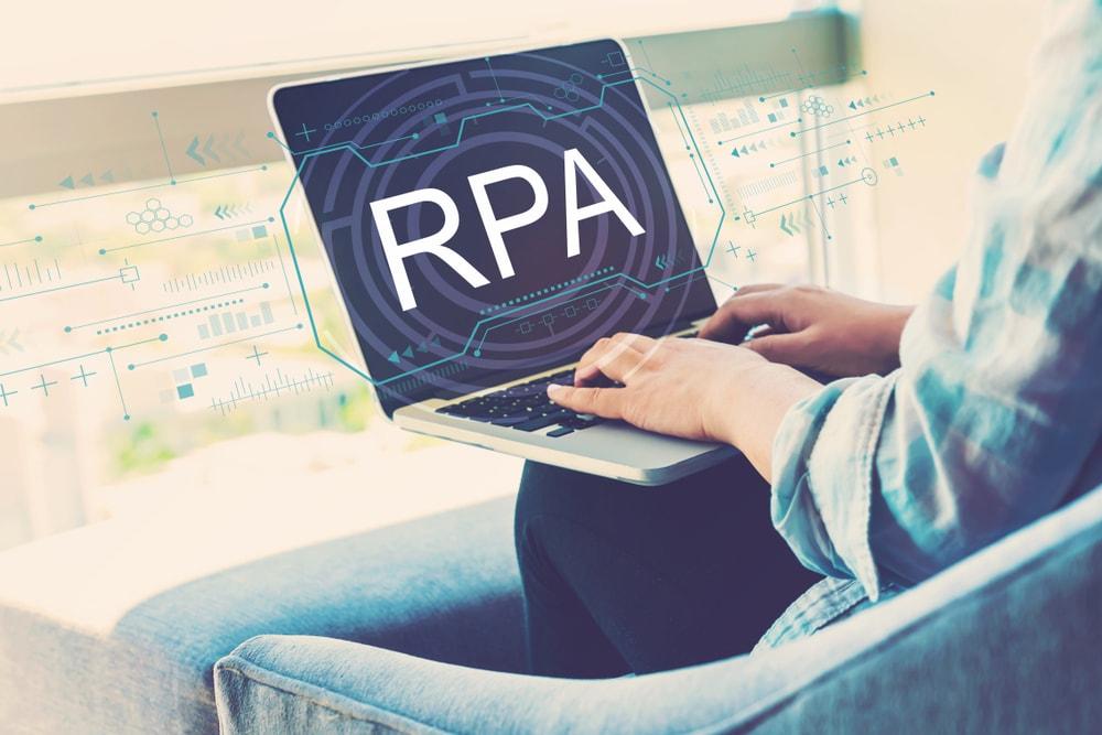 日本企業の経理部門になかなかRPAが導入できない原因|時間がない、RPA購入の稟議が起こせない、結局「変えられない」